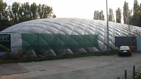 Traglufthalle für  2 Tennisplatze, 8 Jahre in Betriebt